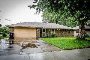 1208 South Meadowview Avenue, Springfield, MO 65804