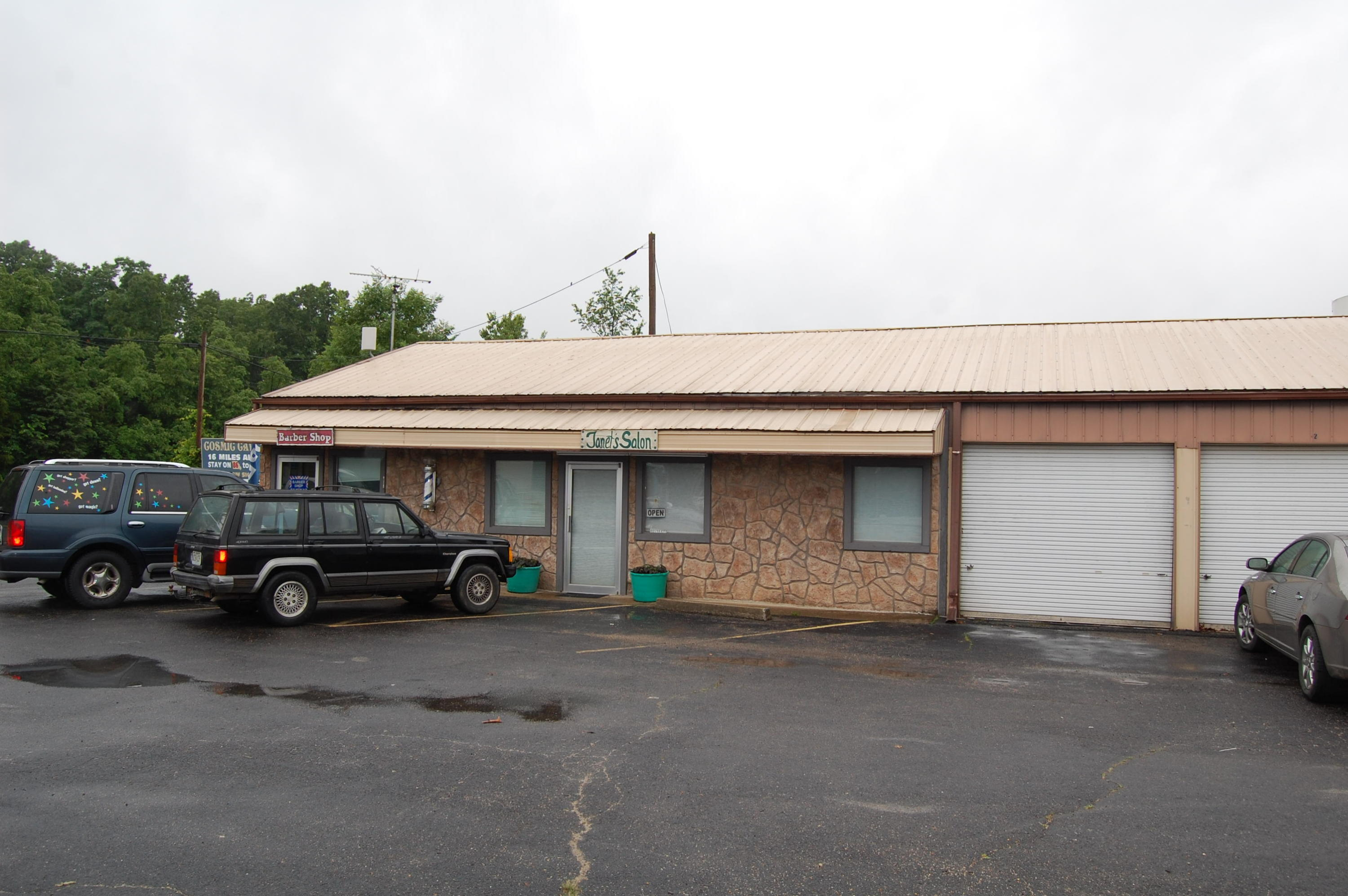 4833 East State Highway 86 Blue Eye, MO 65611