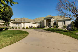 5318 South Stonehaven Drive, Springfield, MO 65809