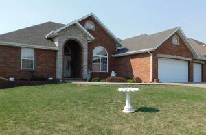 3331 North Blair Court, Springfield, MO 65803