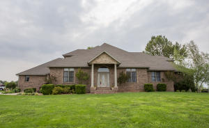 1524 East Lakecrest Drive, Ozark, MO 65721