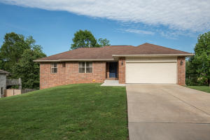 950 South Timbercreek Avenue, Springfield, MO 65802