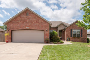 3026 East Colonial Court, Republic, MO 65738