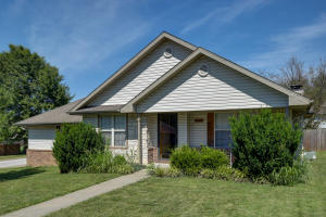 3220 North East Avenue, Springfield, MO 65803