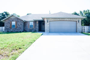 212 Sparrow Lane, Willard, MO 65781