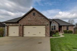 823 North Grapevine Road, Springfield, MO 65802