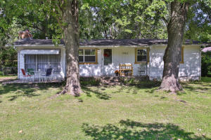 1902 North Old Orchard Avenue, Springfield, MO 65803