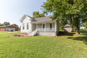 104 West College Street, Ash Grove, MO 65604