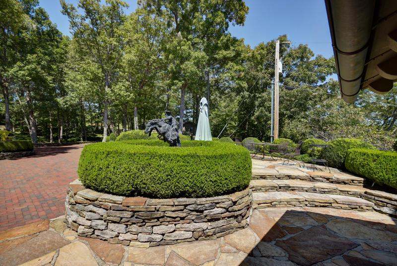 754,756 South Stone Hill Drive Ozark, MO 65721