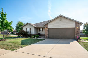 502 South Hazelnut Avenue, Springfield, MO 65802
