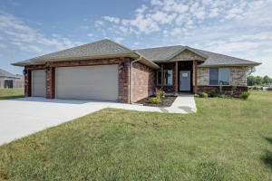 4409 West Cloverleaf Terrace, Battlefield, MO 65619