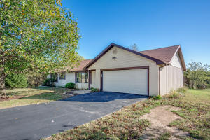 1462 West Copper Creek Road, Nixa, MO 65714