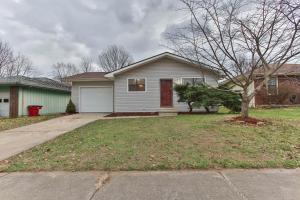 1642 North Lone Pine Avenue, Springfield, MO 65803