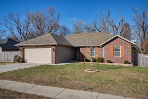 3157 East Bradford Street, Republic, MO 65738