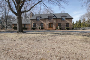 2325 South Inglewood Road, Springfield, MO 65804