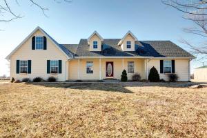 Welcome home to 1753 N. Farm Road 71, Bois D Arc, MO
