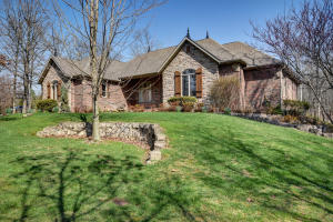 5328 North Wandering Oak Lane, Springfield, MO 65803