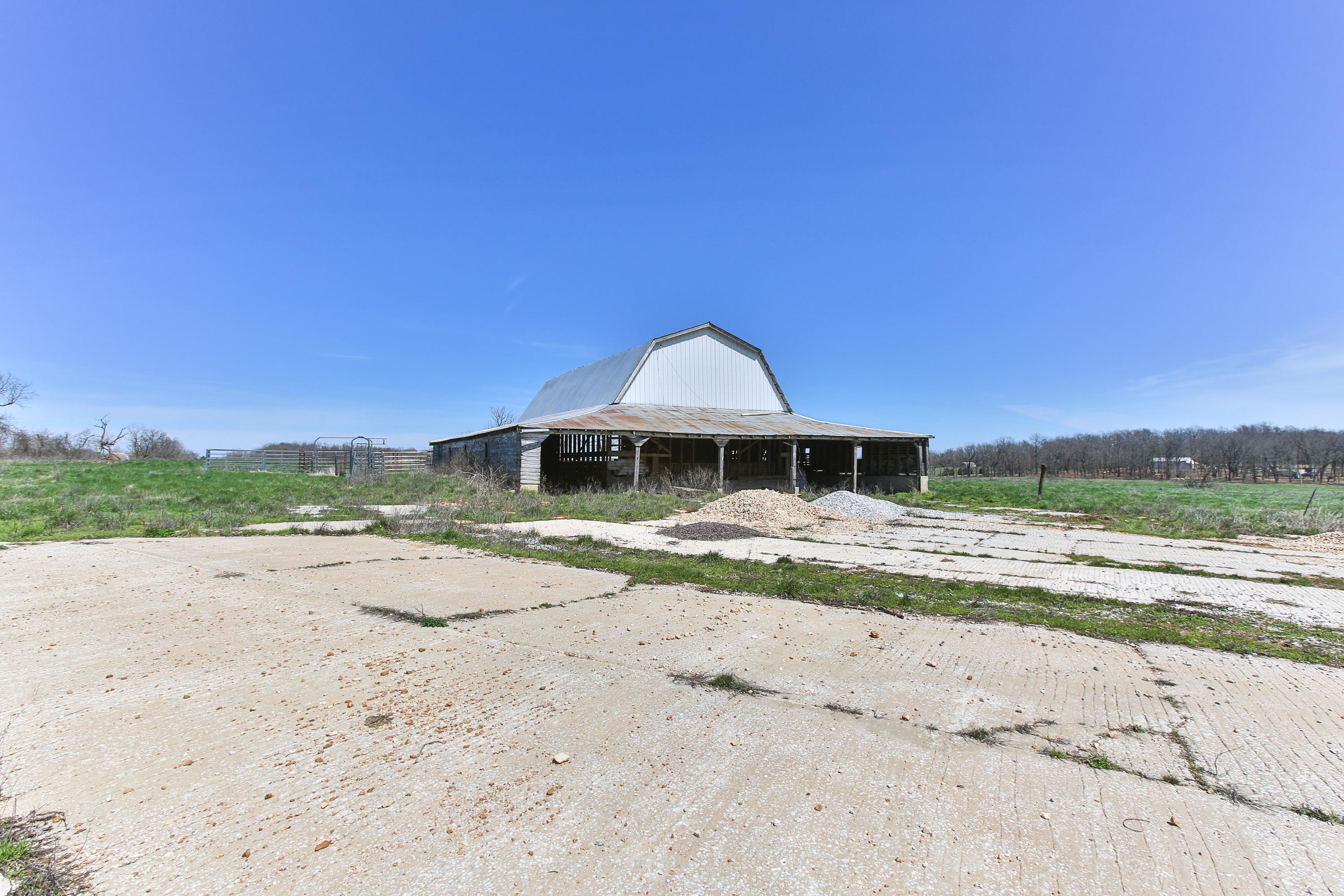 6103 East Us Hwy 60 Rogersville, MO 65742