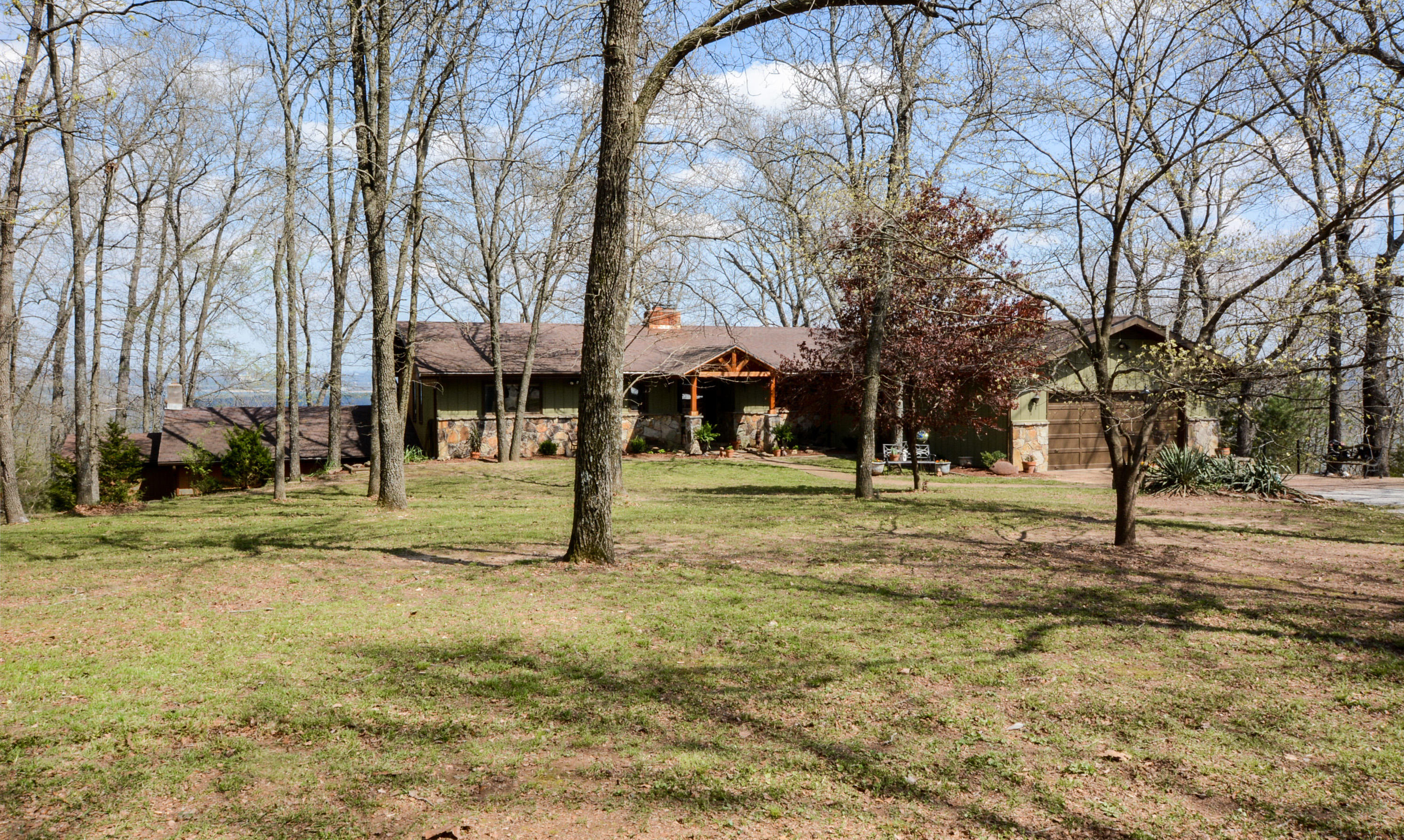 180 Briar Oaks Lane Branson West, MO 65737