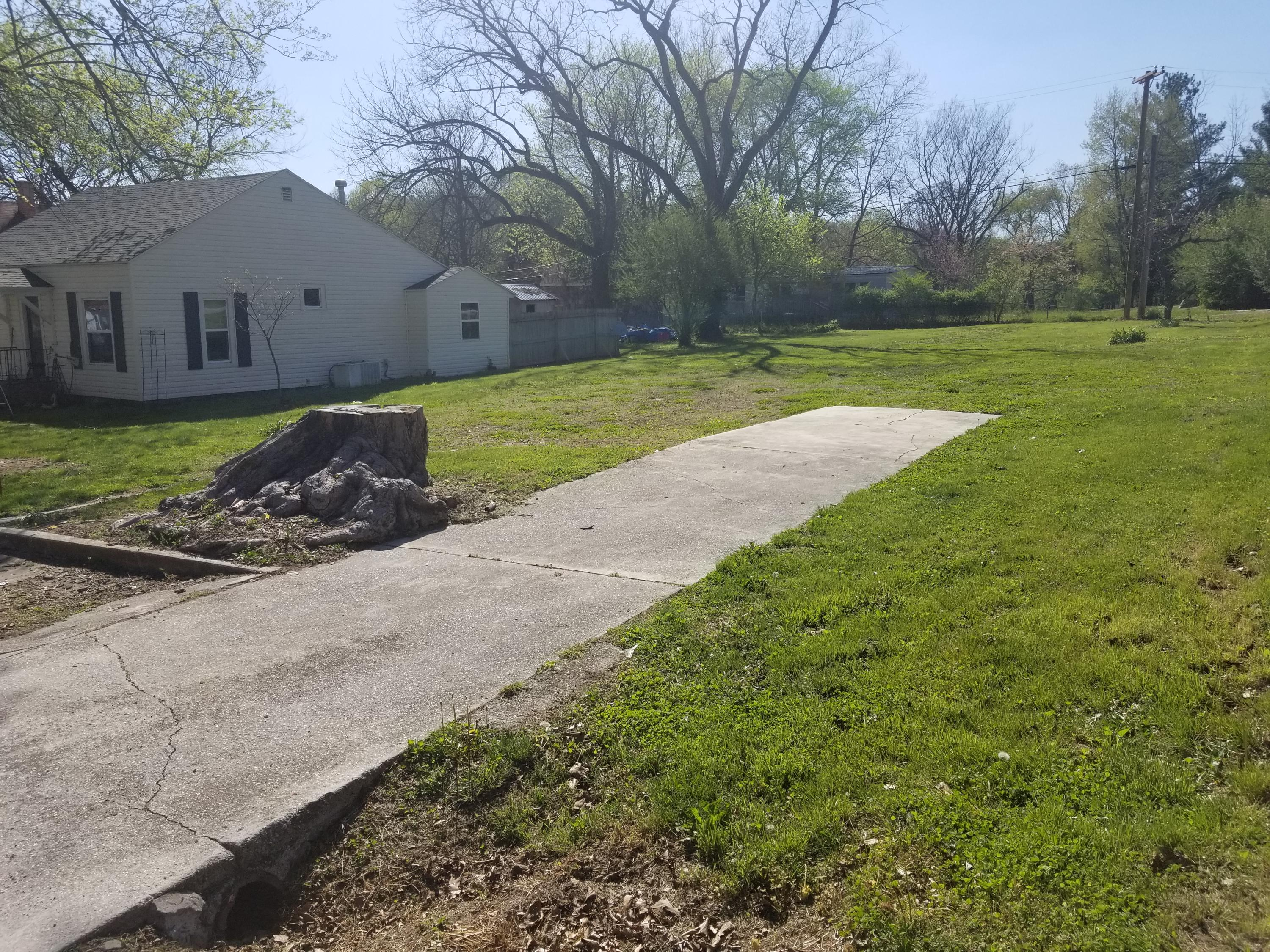 312 North Hemphill Avenue Crane, MO 65633