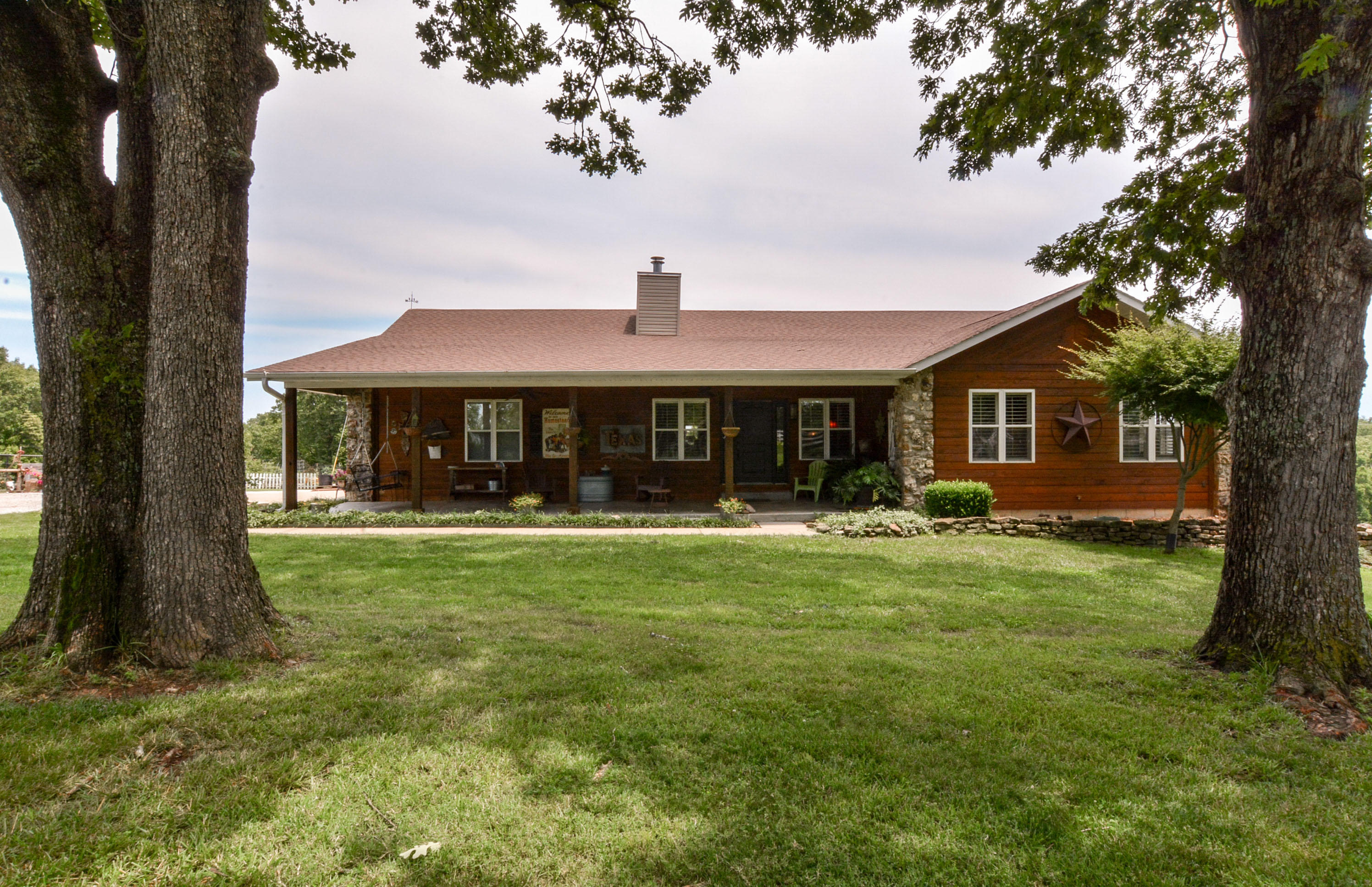 10062 East State Highway 86 Blue Eye, MO 65611