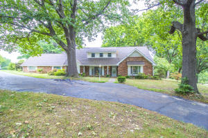 3311 East Summit Ridge Drive, Springfield, MO 65804