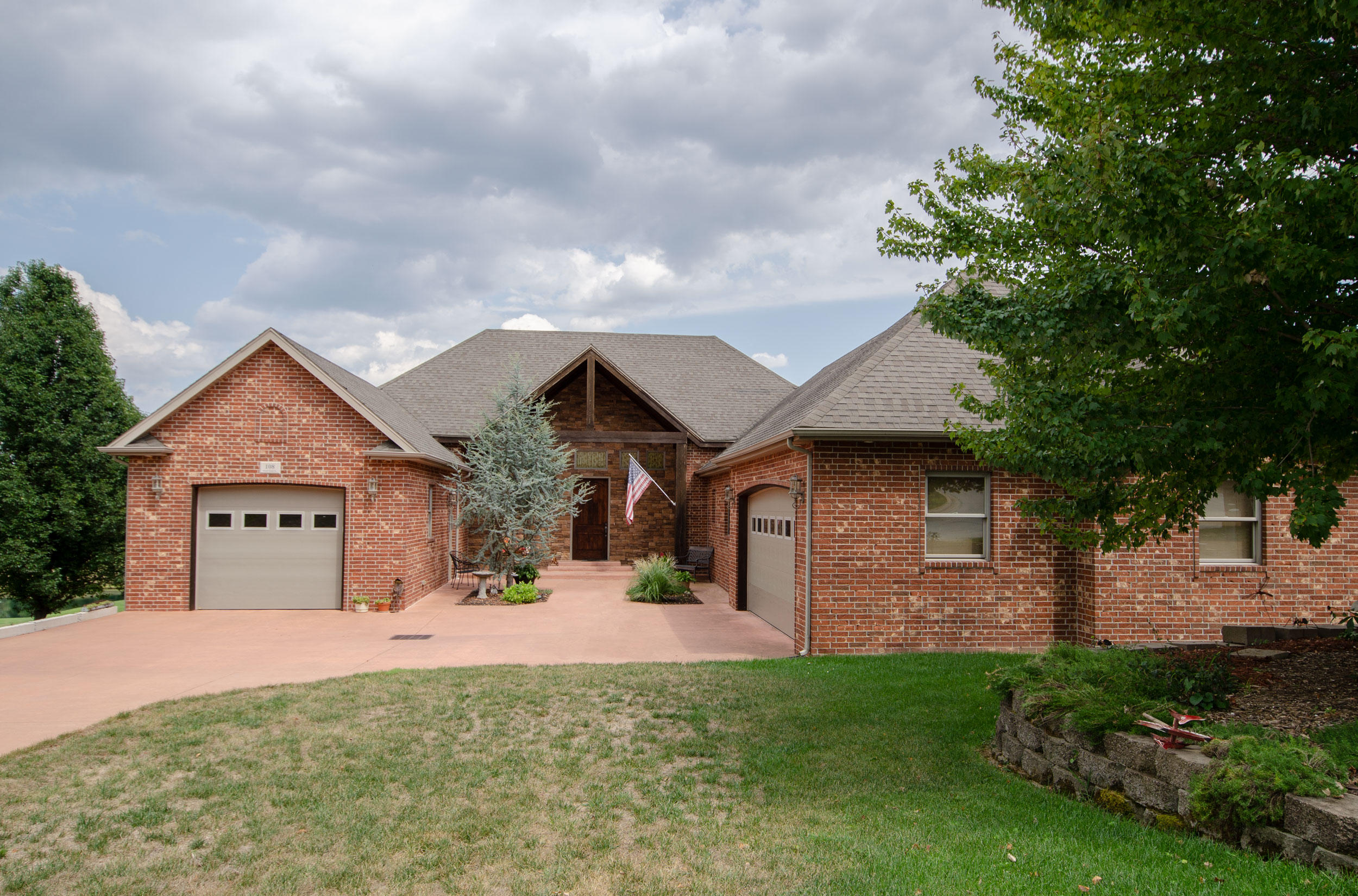 108 Island Green Drive Republic, MO 65738