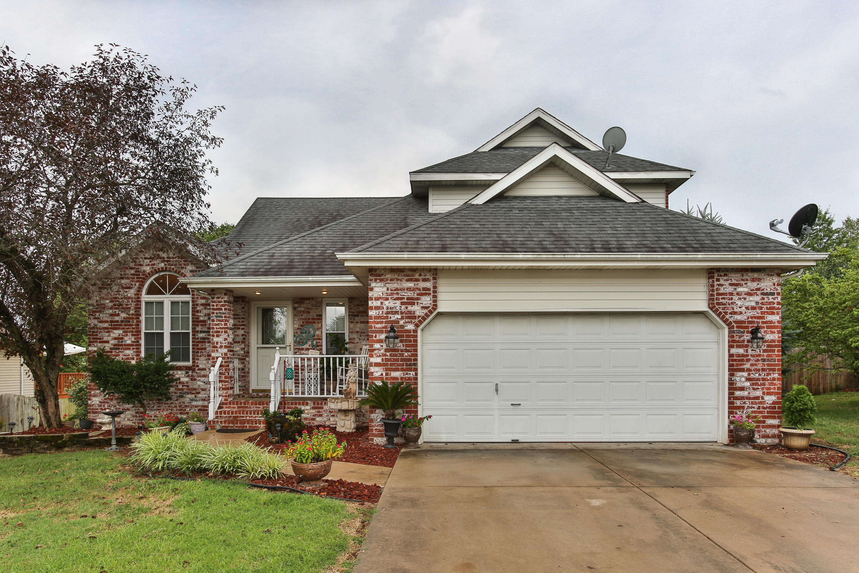 1116 West Verna Lane Nixa, MO 65714