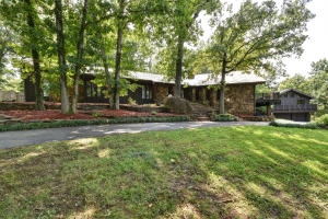2452 East Melbourne Road, Springfield, MO 65804