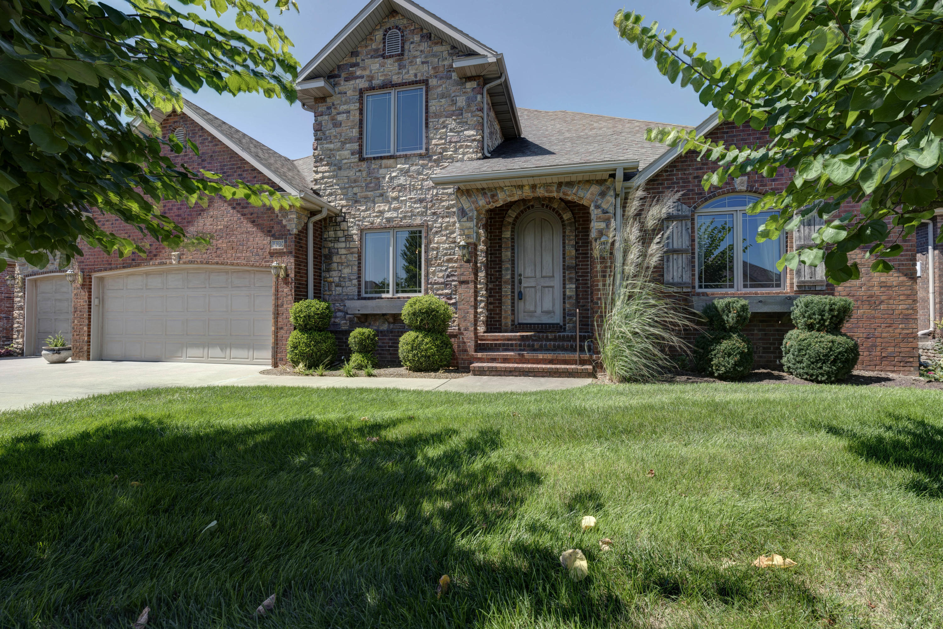 1435 North Chapel Drive Springfield, MO 65802