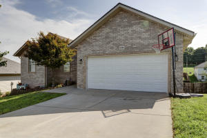 4426 North Shirley Avenue, Springfield, MO 65803