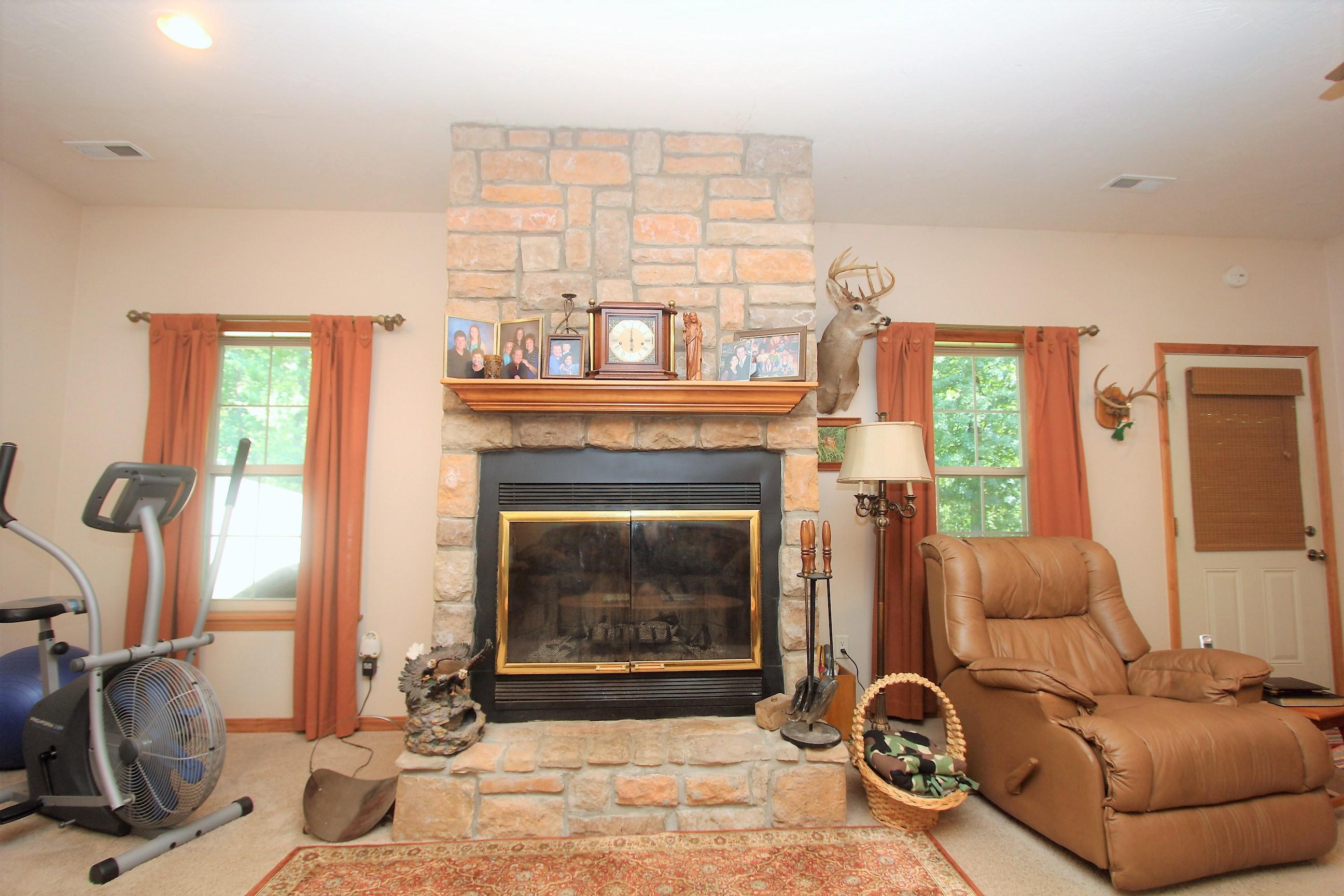 818 Mountain Oak Drive Strafford, MO 65757