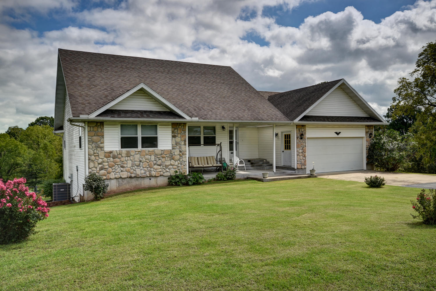 7511 Lawrence 1202 Ash Grove, MO 65604