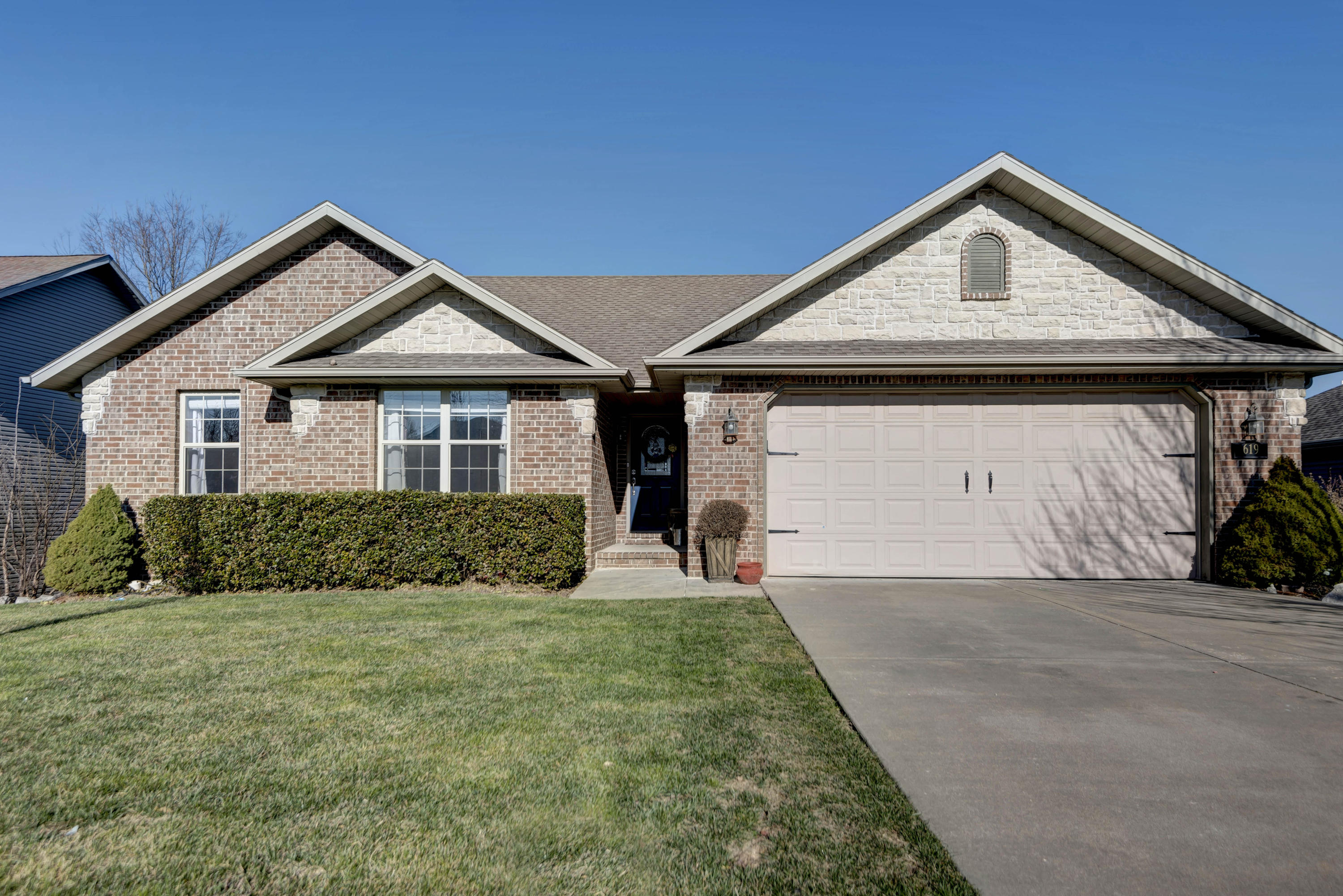 619 Tucker Bay Circle Nixa, MO 65714