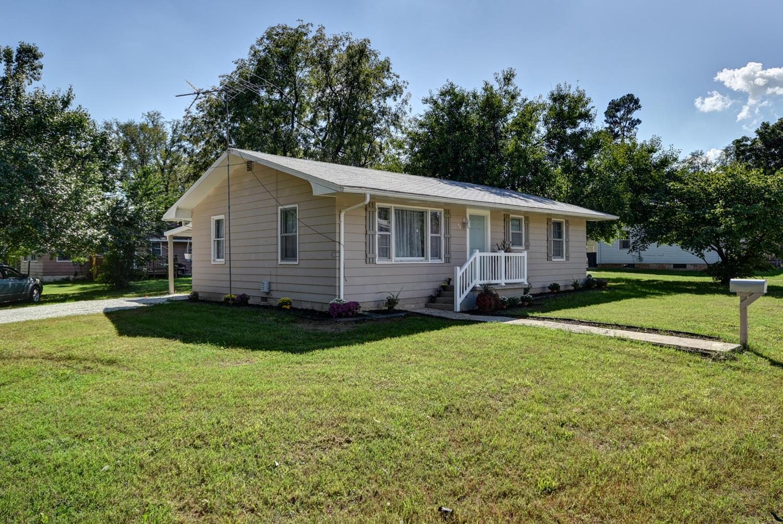 417 East Prairie Lane Ash Grove, MO 65604