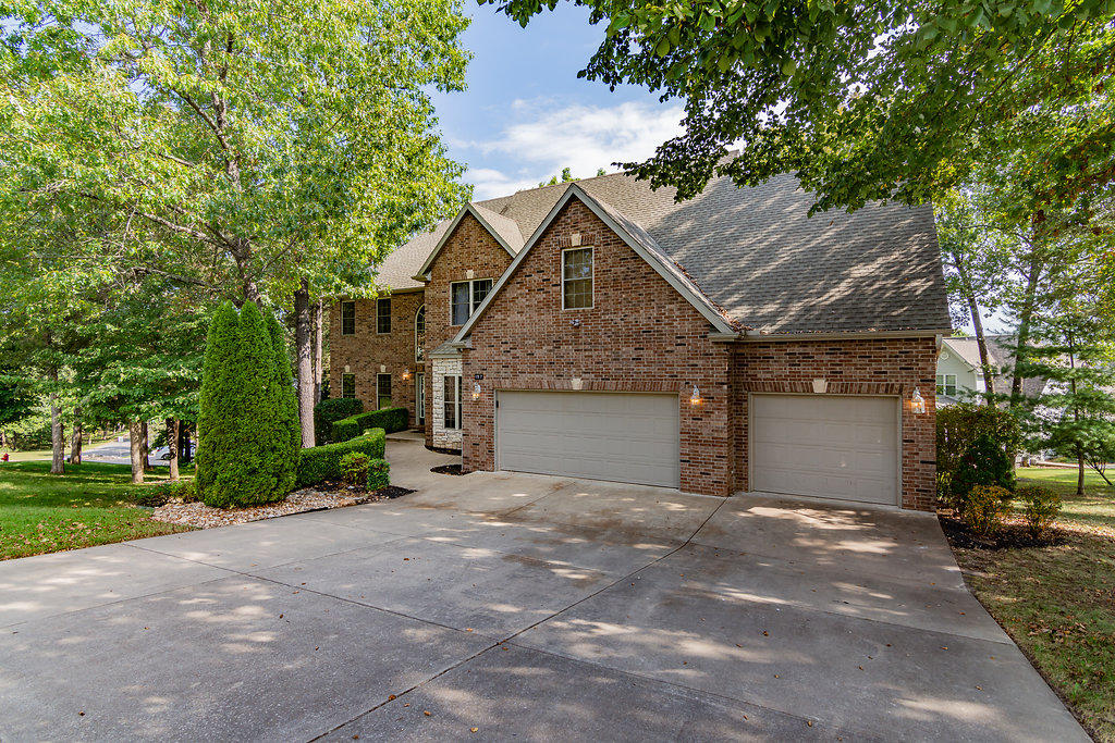 157 Country Bluff Drive Branson, MO 65616