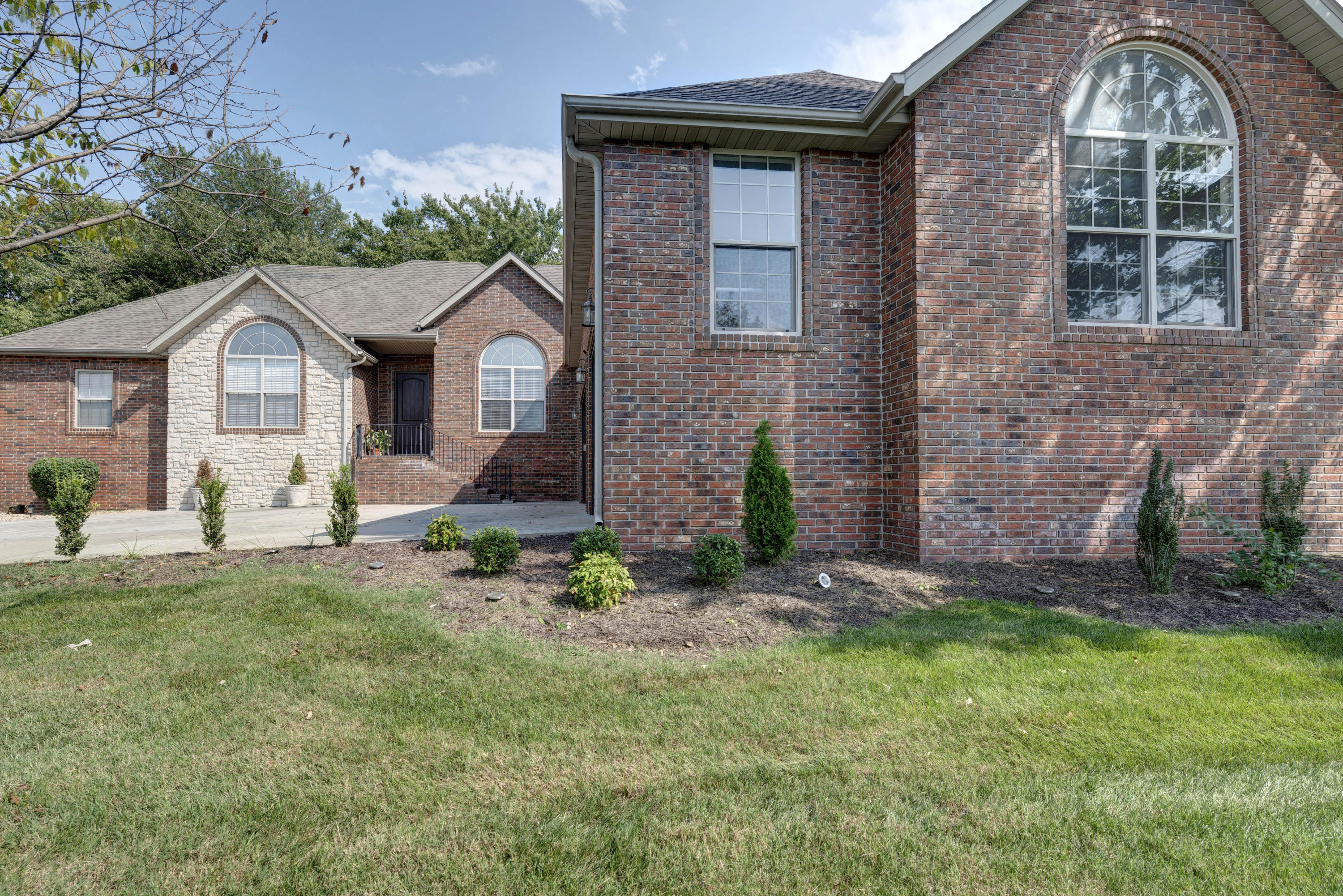 5374 South Fort Avenue Springfield, MO 65810