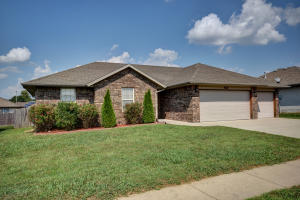 4441 West Montreal Street, Springfield, MO 65802
