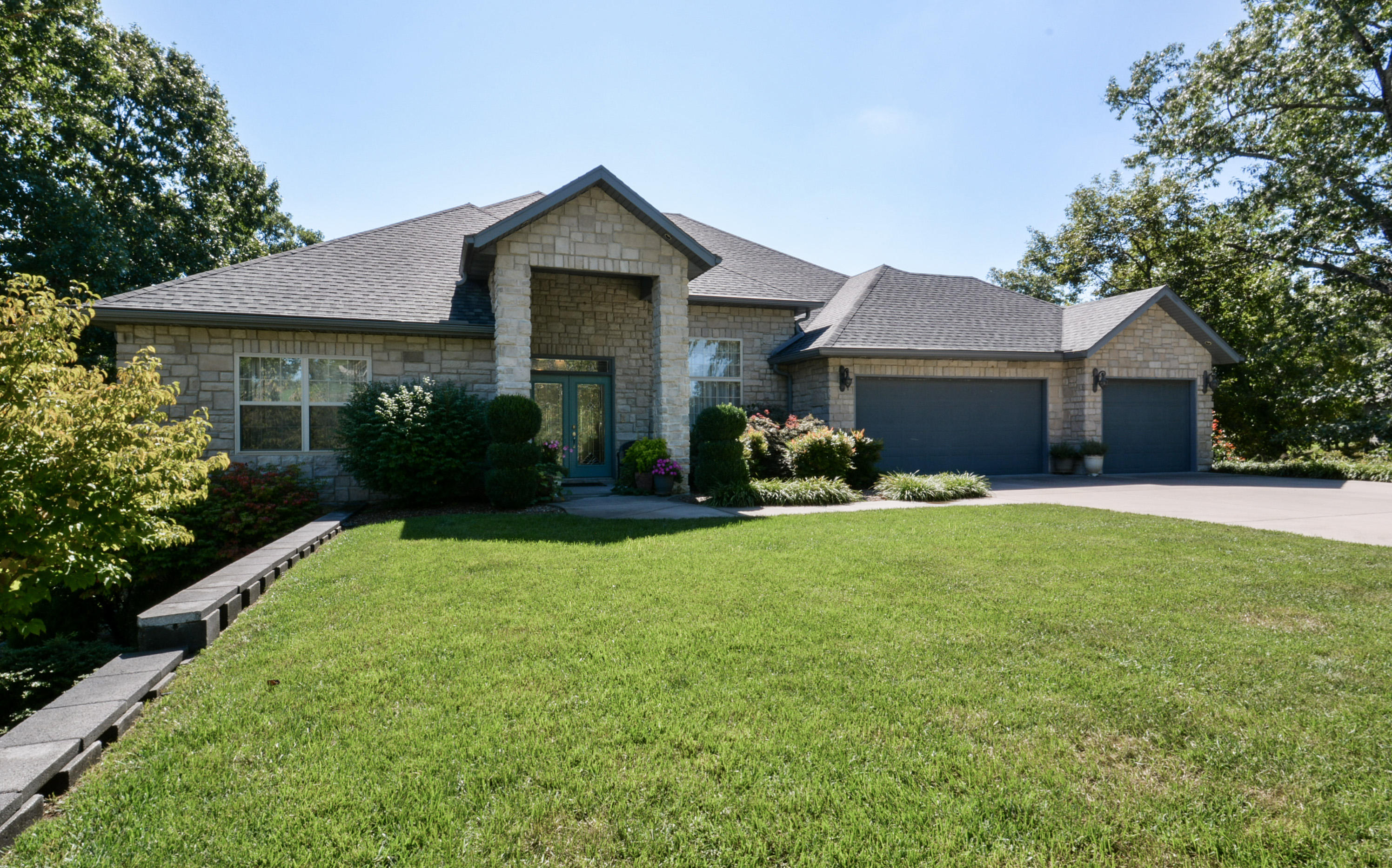 123 Silver Oak Way Branson West, MO 65737