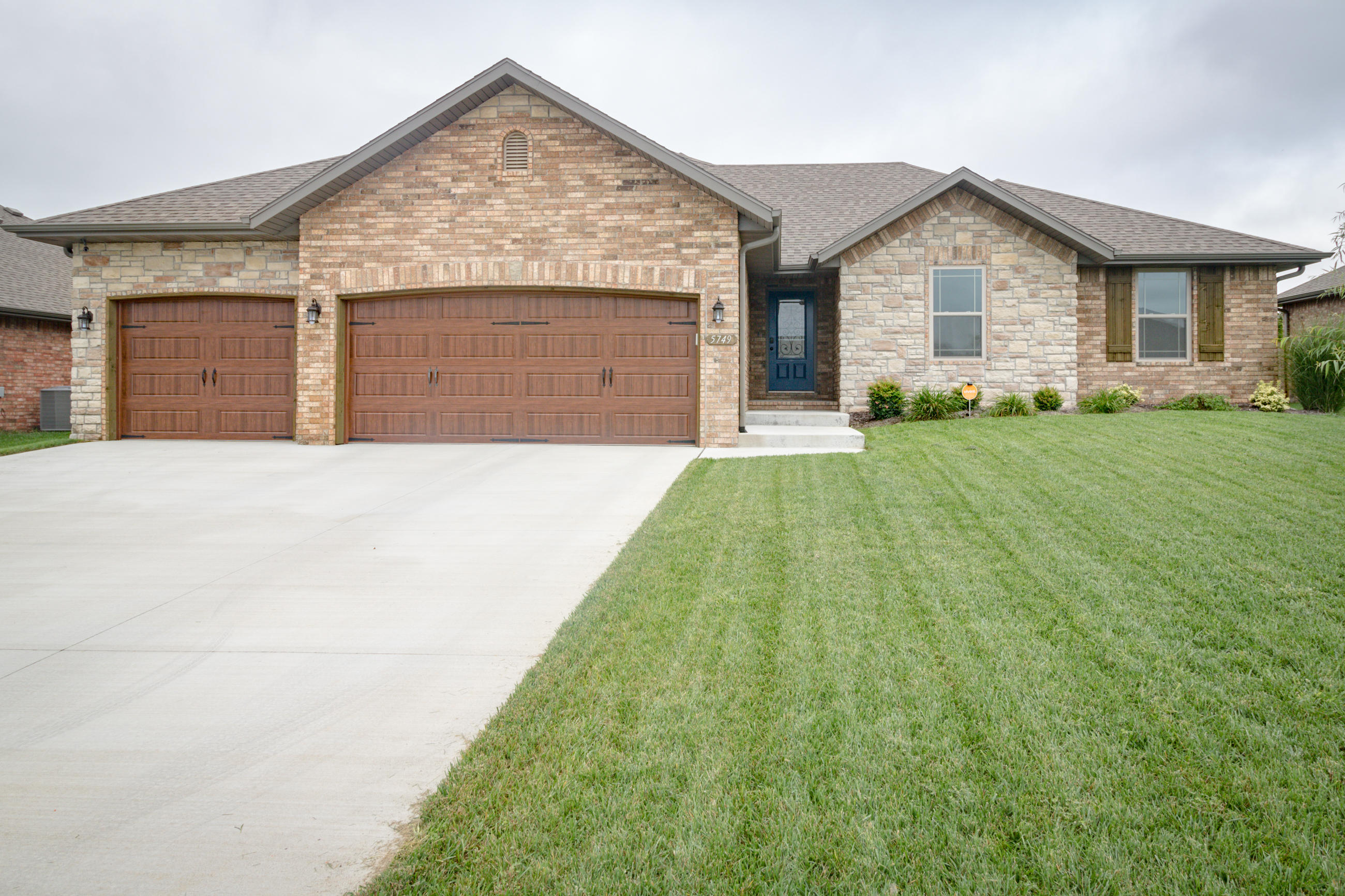 5749 South Cottonwood Drive Battlefield, MO 65619