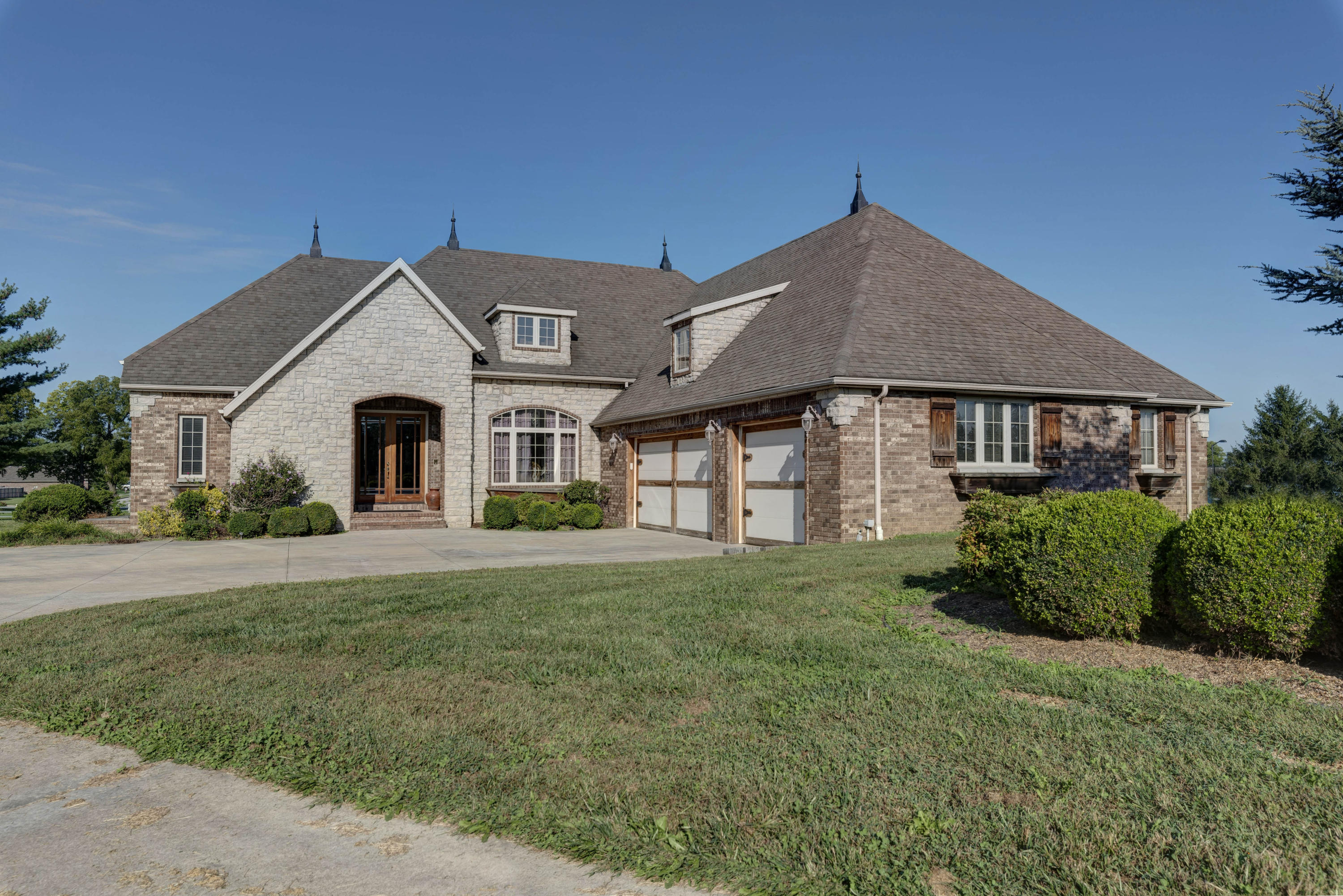 435 North Gregg Road Nixa, MO 65714