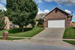 358 South Yellowwood Drive, Springfield, MO 65809