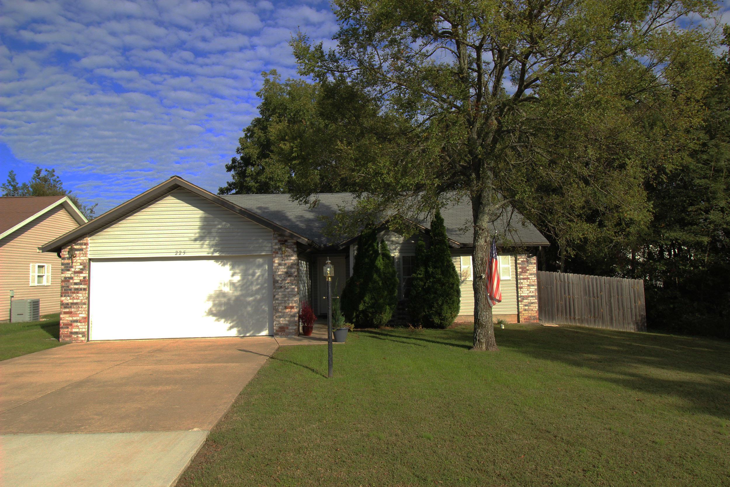 225 Pickett Ridge Court Kirbyville, MO 65679