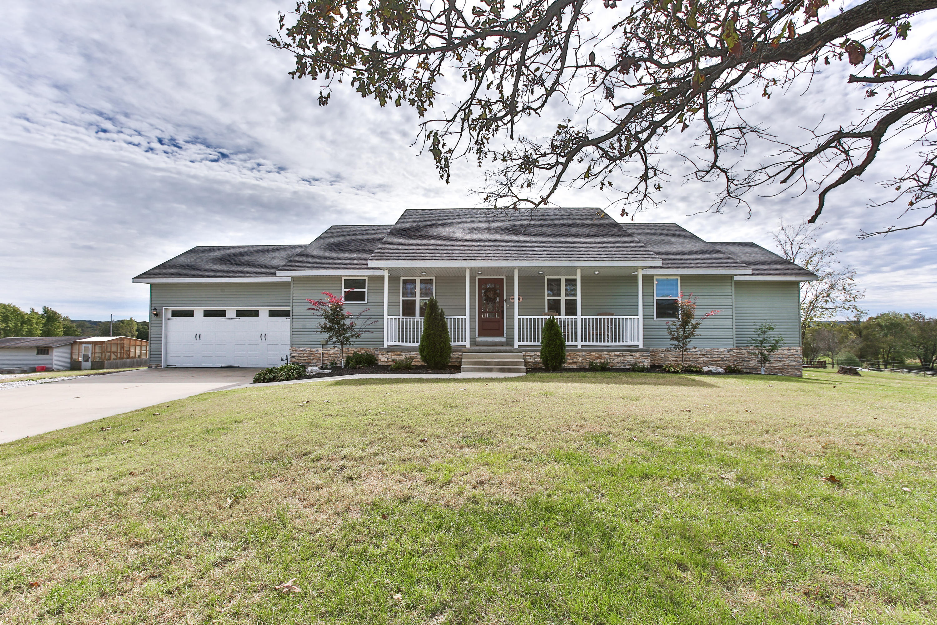 880 Riverview Road Clever, MO 65631