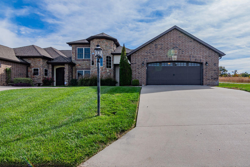 117 South Tuscany Drive Hollister, MO 65672