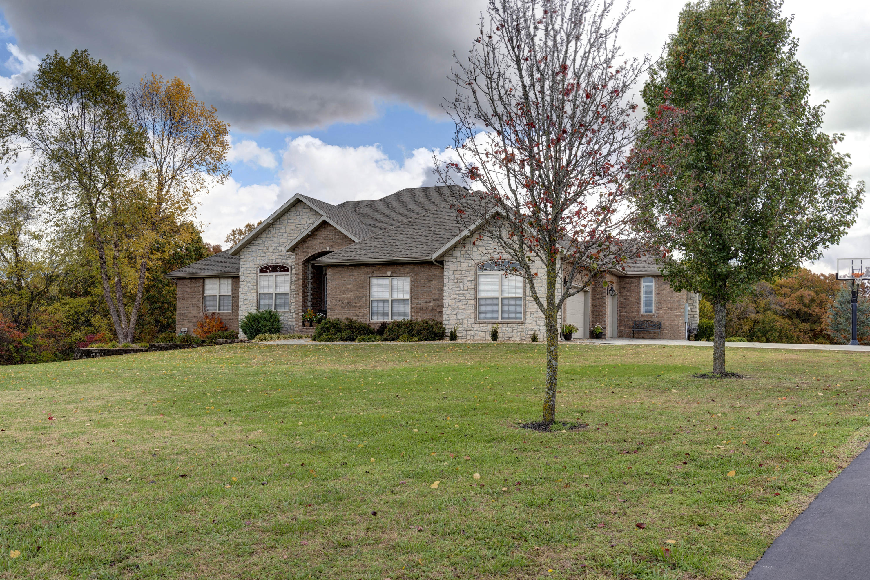 1670 Timber Lake Drive Nixa, MO 65714