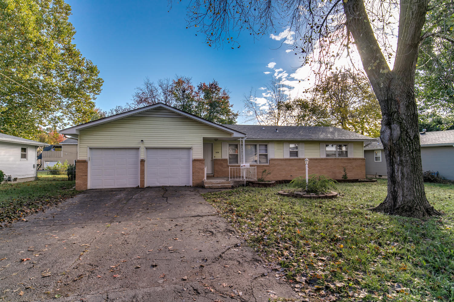 1658 South St Charles Avenue Springfield, MO 65804