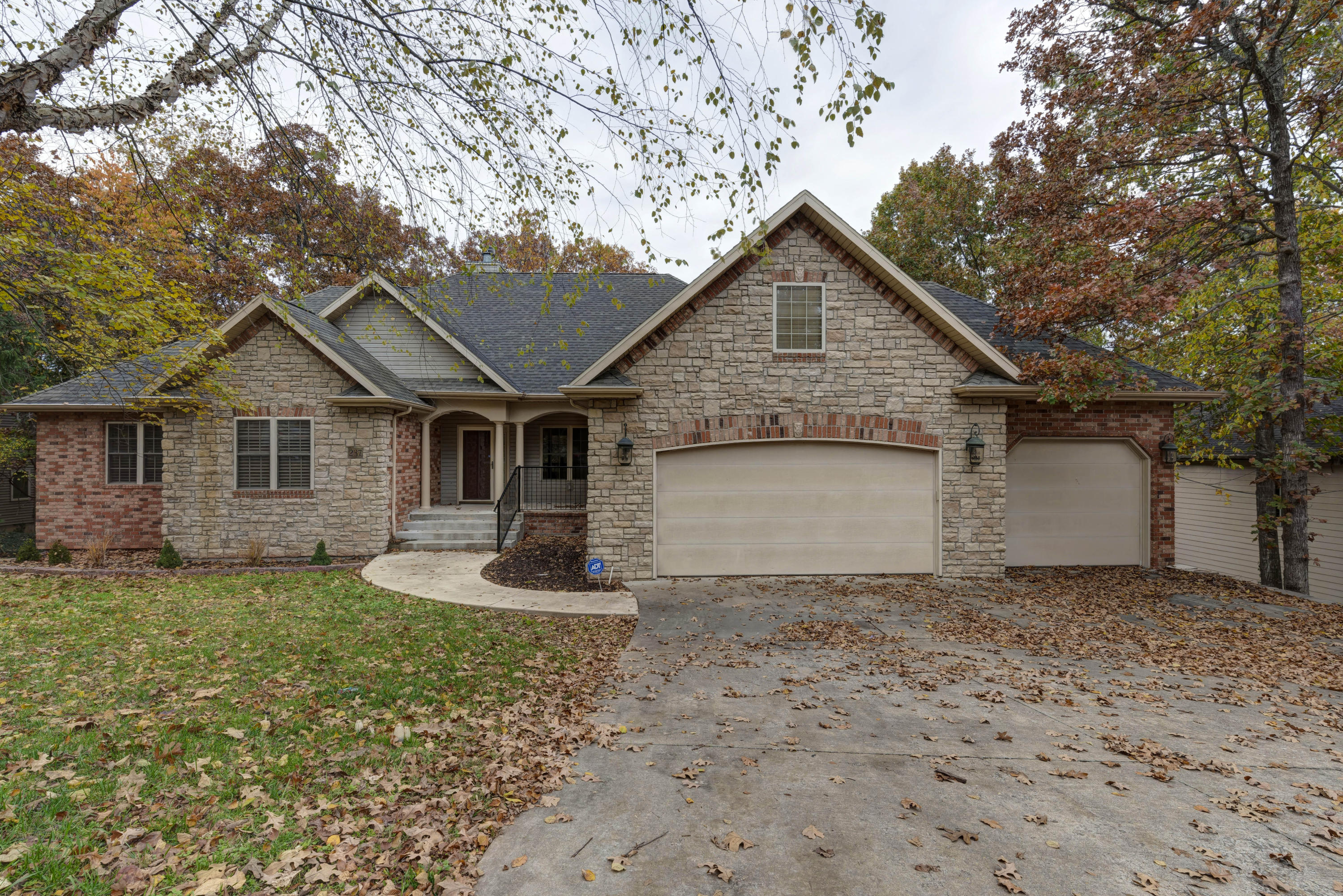 237 Country Bluff Drive Branson, MO 65616