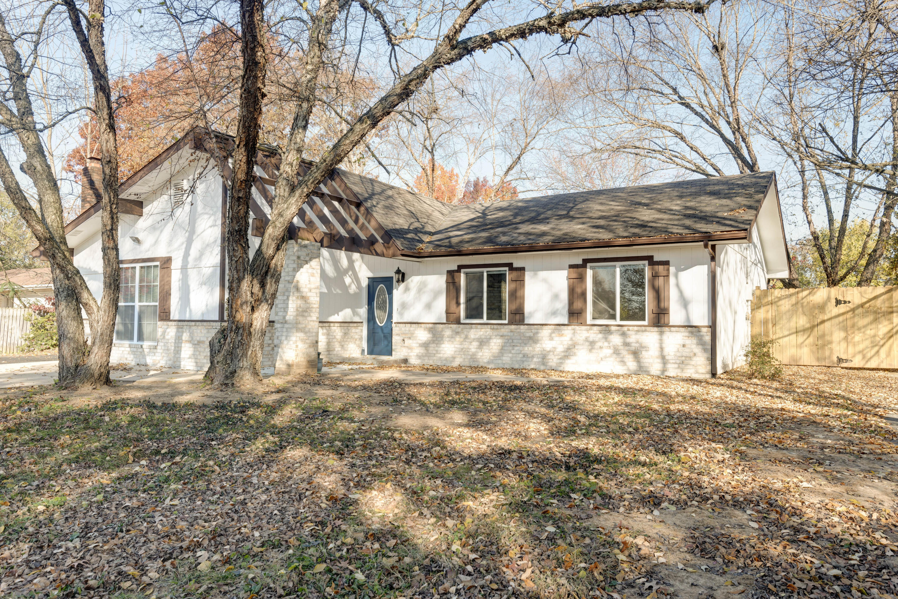 289 Central Avenue Hollister, MO 65672
