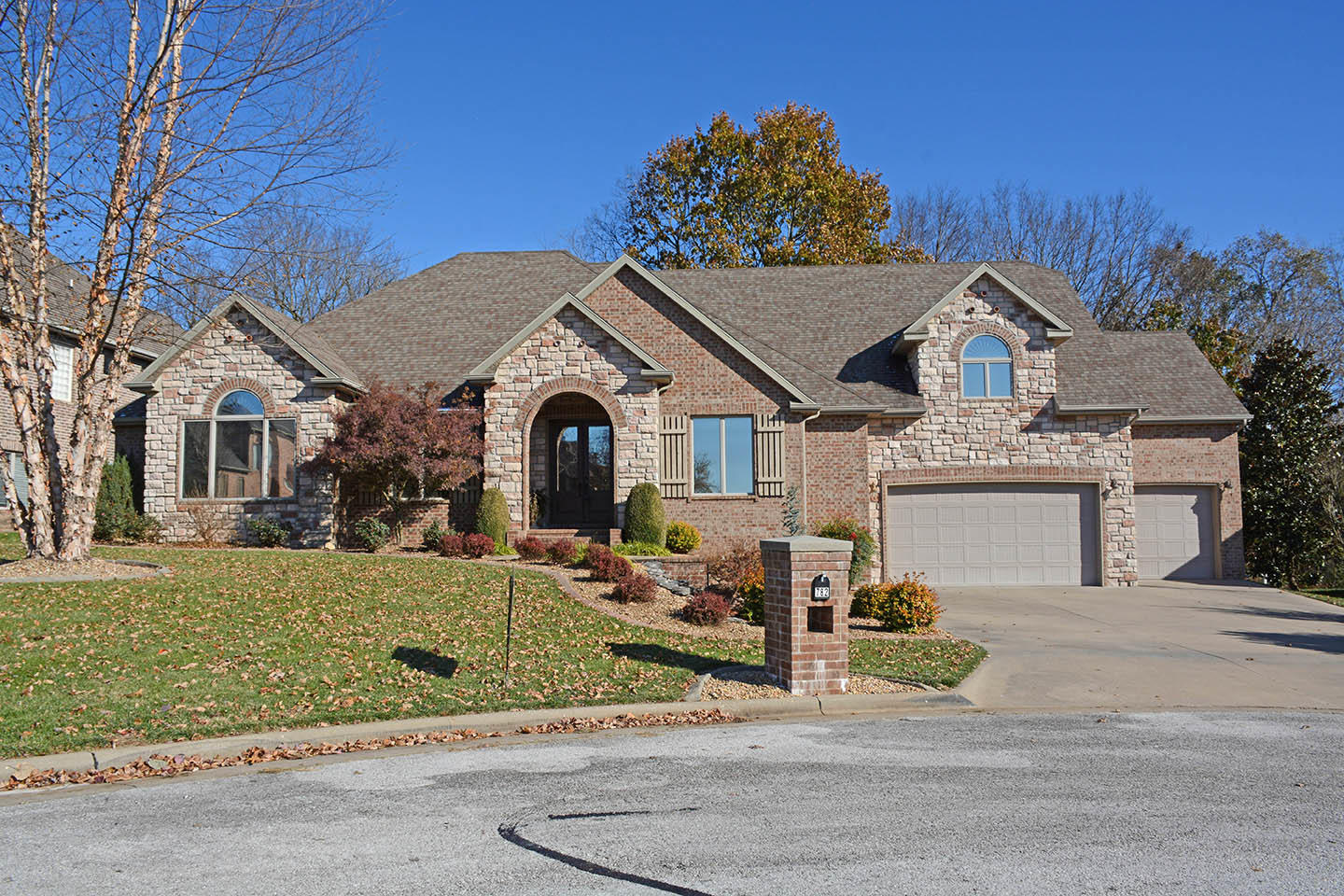 782 North Thornapple Lane Springfield, MO 65802